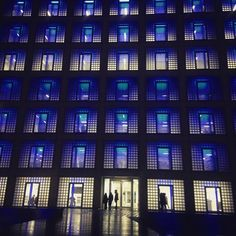 Today's IDEO workshop location! #acumenhcd #ideo #workshop #teamdroppack #designchallenge #prototyping #teamwork #library #night #nightsession #architecture #class1done