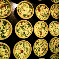 Vegetariana: tomate seco, rucula, e queijo! Empada da mineira sem conservantes, sem gordura e 100% artesanal. Bandeja com 6unds, congelada pré - assada.⛱✌️ Entregamos nossos produtos em São Miguel do Gostoso - RN Encomendas/pronta entrega pelo telefone/whatsapp: 031 98336757 - Juju ⛱Email: quitandamineira@gmail.com Facebook.com/damineira Instagram.com/damineira Pinterest.com/damineira   #damineira #empadadamineira #empada #quitandamineira #gastronomiamineira #