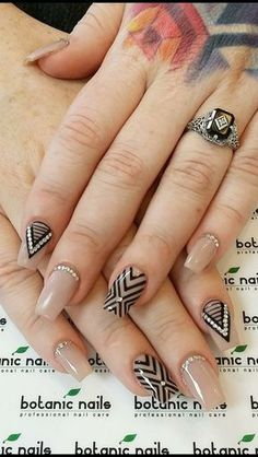 New Manicure Pedicure Designs Tips Ideas Gel Uv Nails, Nude Nails, Acrylic Nails, Ongles Beiges, Line Nail Art, Lines On Nails, Fall Nail Art Designs, Modern Nails, Stylish Nails
