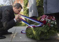 Fotookienko -AndrejDankosi uctil pamiatku Alexandra Dubčeka pri príležitosti 25. výročia - Denník N