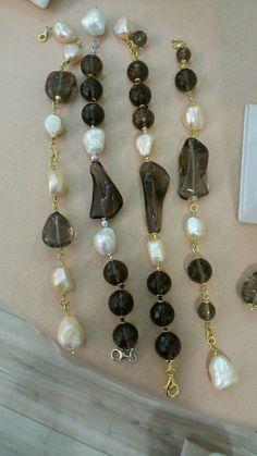 bracciali in argento con perle e quarzi.