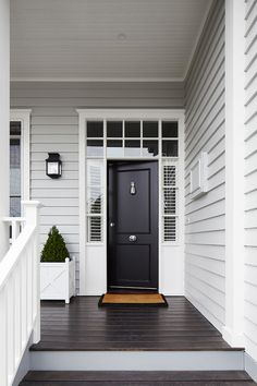 Grey Exterior Paint Colour Schemes Luxury Light Grey Siding White Trim Around Windows and Front Door Exterior Colonial, Grey Exterior, Exterior Design, Gray Exterior Houses, Black Trim Exterior House, Grey Siding House, Exterior Wall Light, Craftsman Exterior, Cottage Exterior