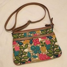 """I just discovered this while shopping on Poshmark: Relic Crossbody. Check it out! Price: $15 Size: W 9"""" X H 6.5"""""""