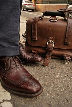The vintage Saddleback Leather Classic Briefcase. Sharp Dressed Man, Well Dressed Men, Men's Shoes, Shoe Boots, Dress Shoes, Saddleback Leather, Look Man, Gentleman Style, Looks Cool