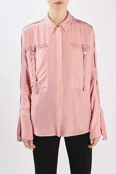 Soft and hard intermingle to perfection on the Danvers Shirt. Hanging in a feminine drape, its rose pink cotton silk is toughened up by grosgrain detailing that lines the oversized pockets and extends down the sleeves. Let it hang loose over a cigarette trouser.