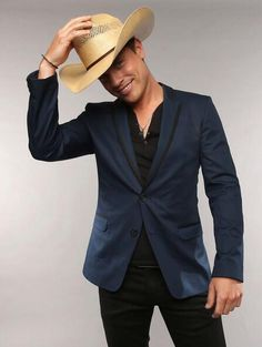 Dustin Lynch at the 2013 CMT Awards