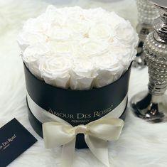 "Amour Des Roses® Rosenbox auf Instagram: ""Classy White ❣️ #amourdesroses #rosebox #flowerbox #infinity #white"" Flower Box Gift, Flower Boxes, Venus Roses, Vanilla Cake, White Flowers, Infinity, Room Decor, Classy, Instagram"