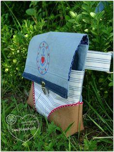 Umhängetasche Cosy - kleine Variante (H 25 x B 23 cm)  http://de.dawanda.com/product/101291735-e-book---umhaengetasche-cosy-in-zwei-groessen oder https://www.makerist.de/patterns/e-book-umhaengetasche-cosy-in-zwei-groessen-und-mit-extra-anleitungen