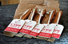Spatulas as cookie exchange invites. Too cute for the holidays!