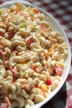 Creamy southern macaroni salad with sweet peppers, diced boiled eggs, onions, fresh tomatoes, carrot Southern Macaroni Salad, Creamy Macaroni Salad, Classic Macaroni Salad, Macaroni Pasta, Macaroni Salads, Homemade Macaroni Salad, Amish Macaroni Salad, I Heart Recipes, Soul Food Recipes