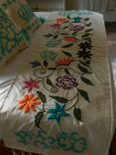 Boho Style Furniture And Home Decor Ideas – Vintage Decor Embroidery Needles, Crewel Embroidery, Embroidery Applique, Cross Stitch Embroidery, Embroidery Patterns, Mexican Embroidery, Modern Embroidery, Bed Runner, Lesage