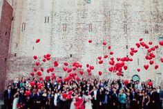 Globos: un complemento para convertir vuestras fotos de boda endivertidas