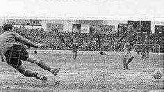 Chelsea 4 Leicester City 1 in March 1968 at Stamford Bridge. Peter Osgood cooly scores from the penalty box #Div1