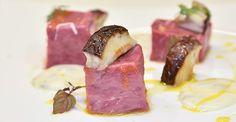 Cubo di tartare di carne con salsa al Gorgonzola e tuorlo d'uovo