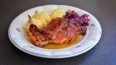 Cibulový králík Lenky Glogarové   foto: Martin Čuřík Steak, Food, Essen, Steaks, Meals, Yemek, Eten