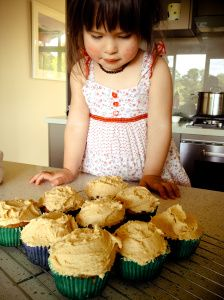 My ultimate vanilla cupcake recipe, and it only uses ONE EGG!!
