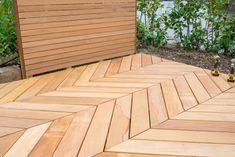 Gadero biedt de mogelijkheid om vlonderplanken voor een hongaarse punt gezaagd geleverd te krijgen. Je betaald een vaste prijs voor 10 planken (1,25 m2) wij zorgen dat je de planken op 45 graden gezaagd thuis krijgt. Je hoeft dan alleen nog maar je eigen houten terras te plaatsen!