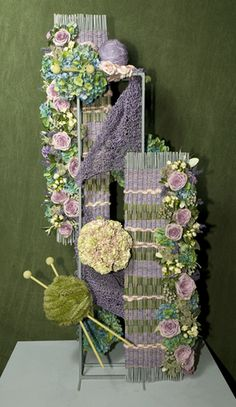 This must be the most original and lovely floral arrangement of all time! Contemporary Flower Arrangements, Creative Flower Arrangements, Unique Flower Arrangements, Unique Flowers, Floral Centerpieces, Tall Centerpiece, Wedding Centerpieces, Art Floral, Deco Floral