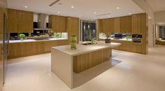 cocinas con islas modernas   Casa Tangara con sistema de acristalamiento para maximizar las vistas ...
