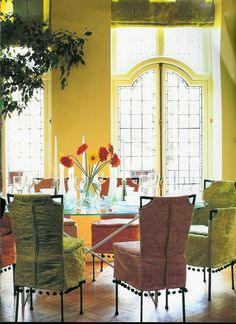 Would love a kitchen table with slip-covered chairs that look like this - light, airy, elegant, beautiful. ~BC