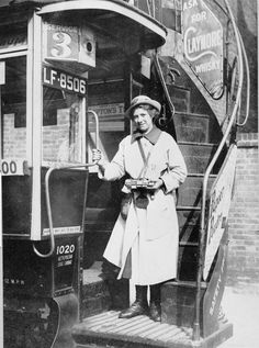 WOMEN FIRST WORLD WAR (Q Industry, Transport and Agriculture: London General Omnibus Company bus conductress, in summer uniform of pale coat and hat, standing at the foot of the external staircase London History, British History, Women In History, Asian History, Tudor History, World History, Vintage Pictures, Old Pictures, Old Photos