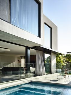 Mckimm is a contemporary award-winning architectural, design and construction practice based in Melbourne, Australia Modern Exterior, Exterior Design, Interior And Exterior, Modern Townhouse, Townhouse Designs, Duplex Design, Modern Villa Design, Grand Homes, Dream House Exterior