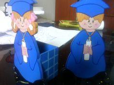 """Porta lapices """"niños graduandos"""" elaborado en mdf o fibrofacil Baby Car Seats, Children, Celebrations, Parties, Pintura, Manualidades, Boys, Kids, Sons"""