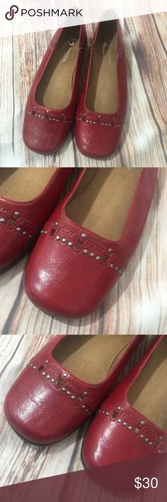 """♥️Aerosoles A2 Maverick Red Ballet Flats A2 by Aerosoles Stitch N Turn Deep Dark Red Ballet Flats They are a comfortable rubber sole in a gradual wedge that is about 1"""" In Excellent condition, showing very minor wear if any. View the pics for details on conditions.  Size 9.5M Style name is Maverick A2 By Aerosoles Shoes Flats & Loafers"""