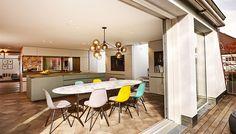 """Hochwertige, minimalistische Küchen aus heimischen Hölzern sind ihre Königsdisziplin: Kathrin hat das Planungsbüro """"Holzrausch"""" interviewt."""