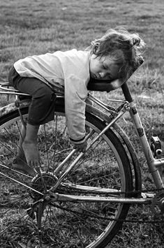 Black and white photography / children / bicycles where else would you sleep? that must have been a really long ride ! whimsical, sweet and very cute sleeping child real wonderful life photo Black N White, Black White Photos, Black And White Photography, Jolie Photo, Beautiful Children, Precious Children, Young Children, Old Photos, Cute Kids