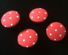 Lovely fabricbuttons with dots - https://www.etsy.com/de/listing/594706919/stoffknopfe-rot-mit-punkten?ref=shop_home_active_3 #stoffknöpfe#knöpfe#fabricbuttons#dots#red#fashion#bags