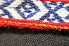 Tablet weaving: half turns and tubular selvages  Hibernaatiopesäke: Lautanauhat: puolikaskiertoja ja tuppilohulpio /
