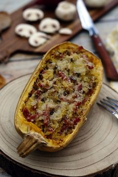 Spaghetti squash with mushrooms and bacon, au gratin with parmesan – Amandine Cooking Baked Squash And Zucchini Recipes, Yellow Squash Recipes, Zucchini Squash, Cooking Spaghetti Squash, Spaghetti Recipes, Spaghetti Vegetables, Bolognese, Grilled Squash, Eat On A Budget