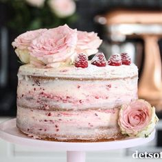 Bløtkake med karamellpudding og Daim | Det søte liv Cake Decorations, Rice Krispies, Vanilla Cake, Desserts, Recipes, Food, Tailgate Desserts, Deserts, Recipies