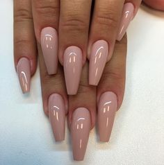 Want some ideas for wedding nail polish designs? This article is a collection of our favorite nail polish designs for your special day. Gorgeous Nails, Pretty Nails, Stunning Makeup, Pretty Makeup, Nude Nails, Acrylic Nails, Blush Nails, Stiletto Nails, Acrylics