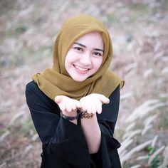 Beautiful Hijab Angels Always Smile - Hijab Molek Modest Fashion Hijab, Casual Hijab Outfit, Hijab Chic, Muslim Fashion, Women's Fashion, Beautiful Hijab Girl, Beautiful Muslim Women, Beautiful Asian Girls, Hijabi Girl