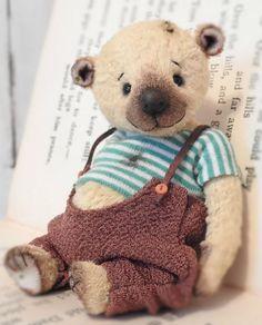 Humphrey A Hand Made Artist Teddy Bear by KristinaBears on Etsy Cute Bear, Cute Teddy Bears, Tedy Bear, Teddy Toys, Bear Doll, Plush Animals, Stuffed Animals, Handmade Toys, Sewing Headbands