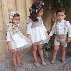 """506 Me gusta, 16 comentarios - En zapatos planos (@enzapatosplanos) en Instagram: """"En plena búsqueda de los trajes para vestir a mis pajes, he dado con estas tres preciosidades …"""""""