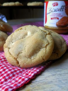 Biscoff White Chocolate Chip Cookies {#Leftovers Club} - Sugar Dish Me