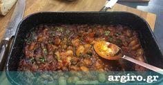 Γίγαντες στο φούρνο από την Αργυρώ Μπαρμπαρίγου | Κλασική και αγαπημένη συνταγή οι γίγαντες στο φούρνο. Μελωμένοι με υπέροχη γεμάτη γεύση. Greek Recipes, Beef, Meals, Cooking, Food, Meat, Kitchen, Meal, Essen