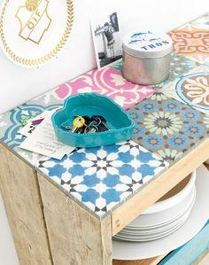 DIY para decorar un mueble con baldosas hidráulicas