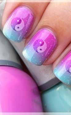 Yin & Yang Nail Art how cute is it to you reminds me of Katty Perry's nails