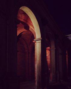 In attesa.  #santamariadeimiracolipressosancelso #Milano  #portico #marmo #mattoni #bianco #rosso #porch #marble #brick #white #red  #igersitalia #igersmilano #volgoitalia #volgomilano #whywelovemilano #loves_milano #milanodavedere #milano_go #milano_forever  #conlaverdipermilano #IlaVerdi #IlaBarocca by thegianaz