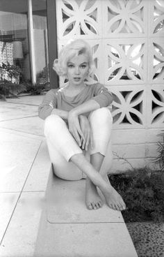 The very last photo taken of Marilyn Monroe. By George Barris.