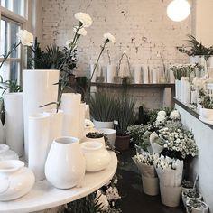Earlier today at my favorite flower shop./  #springfeeling #flowerlove #minamilanda