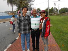 Bersama dengan Orang Tua Sharon Kathleen James dan Erin Patricia James