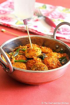 Masala Idlis    30-32 plain Button Idlis/colorful Cocktail Idlis or 4 Big Idlis 3-4 tbsp Milagai Podi /Idli Podi a sprig of Curry leaves 1 tsp Urad dal 1/2 tsp Mustard seeds Salt to taste 2 tbsp Sesame oil or Ghee