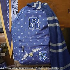 Cosplay Harry Potter - When there are dragons, giants and DURSLEYS™ to be dealt with, who wouldn't want to go on an adventure? Our Ravenclaw™ Backpack lets you pack your things and head to HOGWARTS™ with other witches and wizards alike.