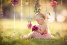 Girl one year session outdoors. Pretty in pink. www.elan-studio.com www.facebook.com/elanstudio