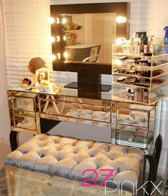 Make up Organizer and mirror from 27Pinkx